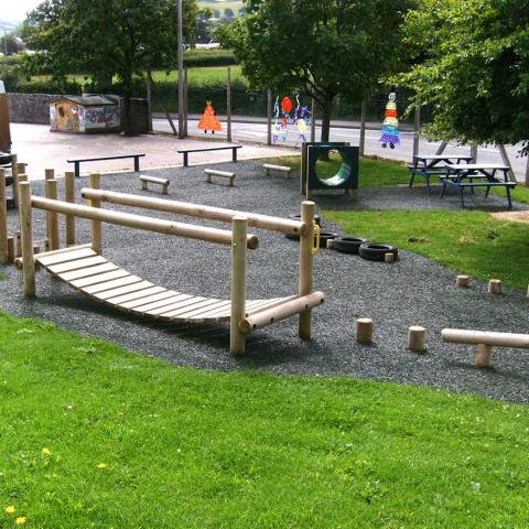 Clatterbridge for trim trails in schools and playgrounds