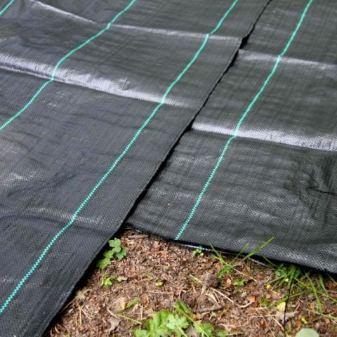 Heavy-duty weed membrane - geotextile
