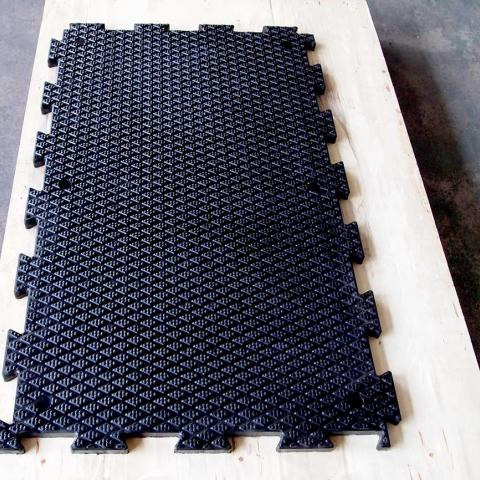 Interlocking rubber matting for stables
