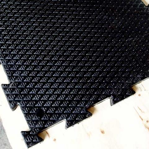Interlocking rubber stable matting